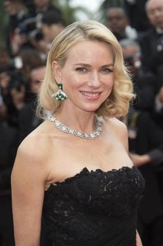 Cannes 2015:  Naomi Watts wearing a Giardini Italiani necklace in white gold with round brilliant cut diamonds and pavé diamonds, and a pair of platinum, emerald and diamond earrings by Bulgari High Jewellery, at the premiere of Mad Max: Fury Road