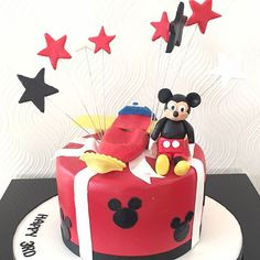 You can't ever go wrong with  #mickeymouse & of course #Red #Black #white so appropriate for the #festive #season @annicas_designer_cakes