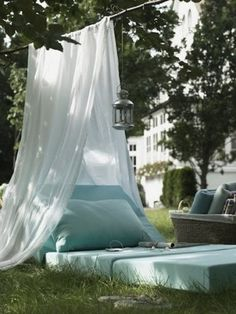 outdoor reading space- easy to recreate when its not soooo hot outside!