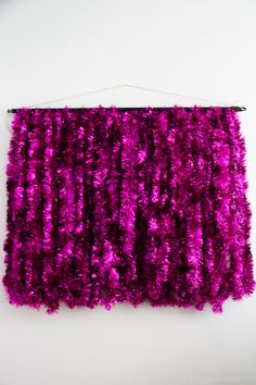 DIY tinsel photobooth backdrop. WOW, this is amazing! Use vintage tinsel garland in shiny colors.