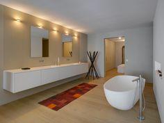 Eine Freistehende #badewanne Im Ei-design Bringt In Den Sonst Sehr ... Freistehende Badewanne Designs Ideen