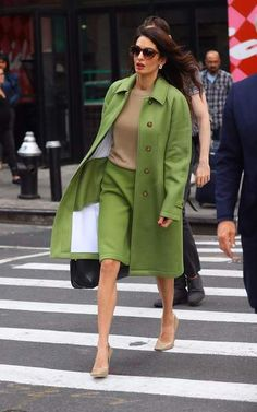 Amal Clooney, son look de businesswoman, so green! Amal Clooney, George Clooney, Amal Alamuddin Style, Mode Chic, Professional Outfits, Elegant Outfit, Classy Outfits, Boss Lady, Fashion Outfits
