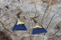 BO675 Boucles d'oreilles géométriques bleu par creationjuliedupont, $15.00 Bleu Marine, Creations, Drop Earrings, Jewels, Etsy, Ears, Boucle D'oreille, Locs, Accessories