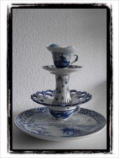 Etagere aus verschiedenerlei Geschirr Delft, Tiered Cakes, Charms, Tea, French Blue, Blue Nails, French Tips, Infancy, Porcelain