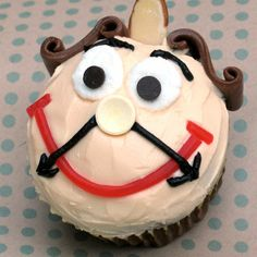 Top 45 Disney Cupcake Recipes: Cogsworth Cupcakes - For princess party Beauty And The Beast Cupcakes, Beauty And The Beast Party, Disney Beauty And The Beast, Disney Cupcakes, Cute Cupcakes, Themed Cupcakes, Olaf Cupcakes, Cartoon Cupcakes, Frost Cupcakes