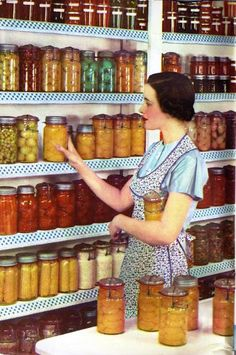 Some Basics of Home Canning (recipes and how to use home canned items also) love this picture.I will have a canned collection like this some day! A pantry-full! Canning Tips, Home Canning, Canning Recipes, Canning Food Preservation, Preserving Food, Chutneys, Do It Yourself Food, Canned Food Storage, Dose