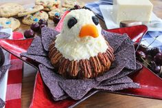 Make this patriotic bald eagle cheese ball for your Fourth of July party Holiday Foods, Holiday Fun, Holiday Recipes, Happy Fourth Of July, 4th Of July, Sweet Potato And Apple, White Cheese, Cheese Ball Recipes, Food Words