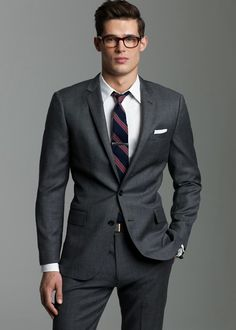 Shop the Ludlow suit jacket with center vent in Italian worsted wool at J.Crew and see the entire selection of Men's Suiting Charcoal Suit, Dark Gray Suit, Dark Grey, Grey Suits, Fashion Night, Look Fashion, Mens Fashion, Fashion Edgy, Sharp Dressed Man