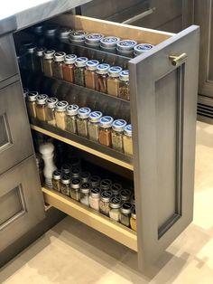 Organize Kitchen Spices, Kitchen Spice Storage, Spice Drawer, Kitchen Organization Pantry, Home Organization, Storage For Spices, Spice Rack Organization, Kitchen Storage Containers, Organizing