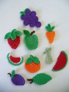 Crocheted Fruit and Vegetable Appliques, Embellishments, Earrings, Magnets, Pins Here are some Fruit and Vegetable appliques for your crafting pleasure. Crochet Fruit, Crochet Food, Crochet Flowers, Crochet Baby, Knit Crochet, Filet Crochet, Crochet Motif, Crochet Stitches, Applique Patterns