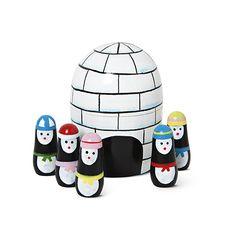Trælegetøj - Vidste du at temperaturen i en iglo ikke kommer under frysepunktet? Det er nok derfor de fem pingviner har bygget sig et lunt snehus.   Kr. 30,- #tigerjul