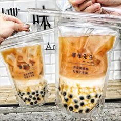 Another example of bubble tea in unique packaging, this is bubble tea in plastic bags for drinking. Yummy Drinks, Yummy Food, Bubble Tea Supplies, Boba Drink, Bubble Milk Tea, Bubble Drink, Food Porn, Cafe Food, Aesthetic Food