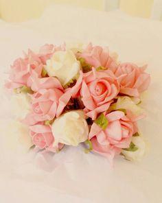 Enfeite de mesa, flores de isopor, parecem reais...