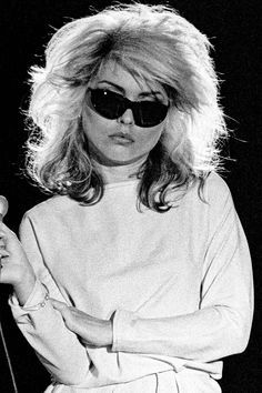 13 Best Shag Haircuts of All Time - Iconic Celebrity Shag Hairstyles Debbie Harry Hair, Blondie Debbie Harry, Debbie Harry Style, God Save The Queen, Pretty People, Beautiful People, Shag Hairstyles, Natural Hairstyles, Joan Jett