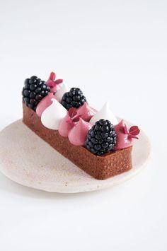 Tart Dough, Berry Tart, Fancy Desserts, Gourmet Desserts, Plated Desserts, Food Plating, Cookies Et Biscuits, Sweet Treats, Bakery