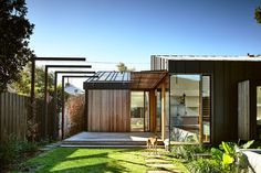 A Contemporary House That Represents The Solution To Sustainable Architecture - Zen Architects Garden Architecture, Sustainable Architecture, Sustainable Design, Contemporary Architecture, Australian Architecture, Residential Architecture, Contemporary Design, Weatherboard House, Zen House