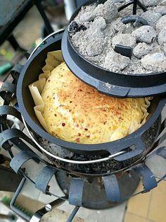 Käse-Zwiebel-Brot aus dem Dutch Oven, ein gutes Rezept mit Bild aus der Kategorie Barbecue & Grill. 3 Bewertungen: Ø 3,2. Tags: Backen, Brot oder Brötchen, Camping, Grillen