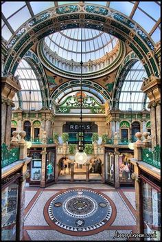 Victoria Quarter Leeds... with beauty like this how can people not want to live here?! #forevertourist #leeds #victoriaquarter