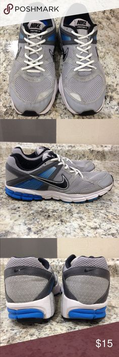 🌴NEW LISTING🌴 Nike Structure 14 Running Shoe Gray. Show signs of wear. Sole is lifting in front of shoe. Noticed after last wash. (A dab of glue may be useful).  Size 10. (12/26) Nike Shoes Sneakers