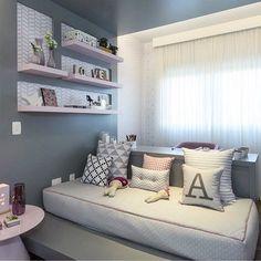 Cinza rosa e quarto de menina moderninho {Inspiração via @bloghomeidea} Adoramos o detalhe da parede!