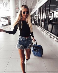 Our goal is to keep old friends, ex-classmates, neighbors and colleagues in touch. Spring Summer Fashion, Spring Outfits, Poses, Girl Fashion, Womens Fashion, Dressed To Kill, Magcon, Denim Outfit, Fashion Books