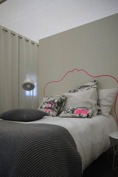 #Inpiration. Drawing out the outline of a headboard + neon = fucking genius