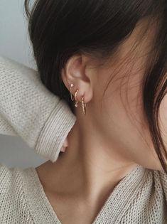 Silver princess crown ear cuff, Crown Earcuff no piercing, Steampunk clip on crown earring, Statement conch earring, Helix hoop medieval - Custom Jewelry Ideas Spiderbite Piercings, Pretty Ear Piercings, Three Ear Piercings, Stomach Piercings, Body Piercing, Rose Gold Earrings, Circle Earrings, Stud Earrings, Star Jewelry
