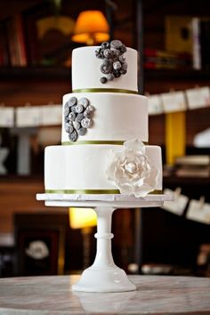 wedding cake by TinyCarmen