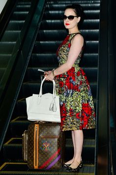 Here's What Dita Von Teese Wears Instead of Sweatpants Colorful Fashion, Retro Fashion, Vintage Fashion, Hot Pants, Dita Von Teese Style, Dita Von Teese House, Celebrity Airport Style, Dita Von Tease, Vintage Outfits