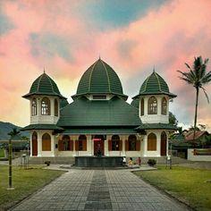 @*i.prefer.not.giving.my.name* Masjid Tapi Nurul Iman, Koto Gadang, Agam, West Sumatra, Indonesia. #islamicarchitecture