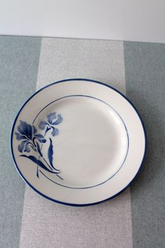 Gien France / Assiette de table  / Modèle Iris 235 par HASBEENDECO
