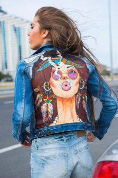 Fresh Top 10 trend models of jeans jackets - photos of new items Painted Denim Jacket, Painted Jeans, Painted Clothes, Hand Painted, Custom Clothes, Diy Clothes, Denim Kunst, Denim Fashion, Boho Fashion