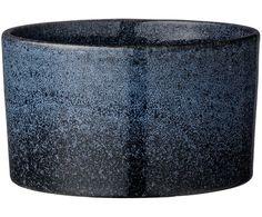 Kup Osłonka na doniczkę Meja w kolorze: niebieski od Bloomingville_FR by zaakcentować charakter wnętrza. Więcej wazonów (lub doniczek) na kwiaty znajdziesz na >> WestwingNow.