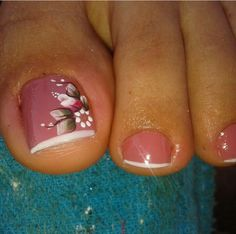 . Pretty Toe Nails, Cute Toe Nails, Great Nails, Fabulous Nails, Fun Nails, Toe Nail Color, Toe Nail Art, Nail Colors, Pedicure Designs