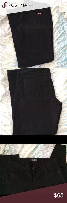 Black Hudson jeans In new condition, bought from another posher but they never fit. The jeans look a bit dirty in the pictures, but it is just a little bit of dust from being in storage and will come off, no stains. Make an offer! Hudson Jeans Jeans