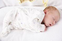 """Que grávida nunca ouviu o conselho: """"Aproveite para dormir agora. Depois que o bebê nascer, você dará adeus às noites de sono""""? Ter um filho que dorme a noite toda é o sonho de muitos pais - e ele pode se tornar realidade! É o que garante Suzy Giordano, conhecida nos Estados Unidos como 'A Treinadora de Bebês'."""