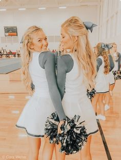 Awesome college Halloween Costumes for Girls Cheer Team Pictures, Cute Friend Pictures, Best Friend Pictures, Bff Pics, Cheer Picture Poses, Cheer Poses, Tumblr Bff, Usa Tumblr, Halloween Costumes For Girls
