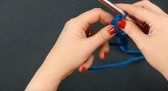 Learn how to make a slip knot with this easy-to-understand visual tutorial and you will be off and running on new knitting patterns for beginners in no time. Knitted Flower Pattern, Knitted Flowers, Flower Patterns, Cast On Knitting, Dishcloth Knitting Patterns, Knots, It Cast, How To Make, Craft