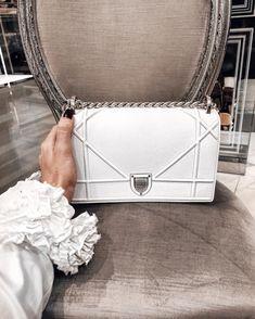 white, bag e dior imagem no We Heart It Burberry, Gucci, Hermes Handbags, Purses And Handbags, Louis Vuitton Handbags, Cheap Handbags, Popular Handbags, Suede Handbags, Pink Handbags