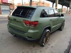 Take a look at the Jeep Awareness: Green Matte Jeep Grand Cherokee Wearing Bronze Rims photos and go back to customizing your vehicle with renewed passion. Srt8 Jeep, Jeep Wrangler Lifted, Lifted Jeeps, Jeep Wranglers, 2011 Jeep Grand Cherokee, Grand Cherokee Overland, Jeep Cherokee Xj, Jeep Wk, Green Jeep