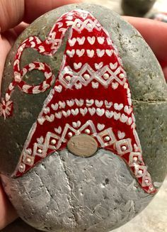 √ 50 Best Rock Painting Ideas, Weapon to Wreck Your Boring Time 60 Easy Rock Painting Ideas For Insp Stone Crafts, Rock Crafts, Christmas Crafts, Arts And Crafts, Christmas Decorations, Diy Crafts, Sharpie Crafts, Pebble Painting, Pebble Art