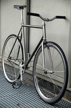 Titanium fixed gear Velo Retro, Retro Bike, Bici Fixed, Vw Minibus, Titanium Bike, Fixed Gear Bicycle, Urban Bike, Bike Photo, Speed Bike