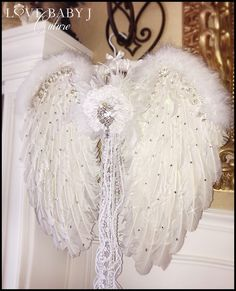 Swarovski Crystal Encrusted Feather Angel Wings In White or BlackOur luxurious Large Angel Wings are made from a mixture of rooster, turkey, and maribou feathers. The entire front of the wings are sprinkled with top of the line Swarovski crystals. Diy Angel Wings, Feather Angel Wings, Fairy Wings, Diy Angels, Angle Wings, Angel Decor, Angel Crafts, Idee Diy, Silk Flowers