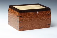 Box made of high quality Leopard Wood. The corners are accented with Ebony and the top is Quilted Maple framed with Wenge. Small Wooden Boxes, Wooden Jewelry Boxes, Small Boxes, Wood Boxes, Art Boxes, Woodworking Projects That Sell, Woodworking Box, Woodworking Workshop, Leopard Wood