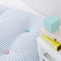 Großes Bodenkissen von Oliver Furniture 90 x 90 cm mit Knöpfen aus verschiedenen Libertystoffen. Der Bezug ist 100% Baumwolle. Die Füllung ist mit 50% Federn