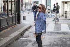 Chemise en jean / Pull maille foncé / Pantalon noir slim