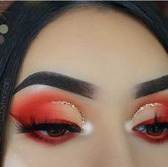 Nude and red half cut crease with gold eyeliner and red winged eyeliner What is Makeup ? What's Makeup ? Dope Makeup, Red Eye Makeup, Makeup Eye Looks, Colorful Eye Makeup, Glam Makeup, Skin Makeup, Eyeshadow Makeup, Makeup Geek, Eyeshadows