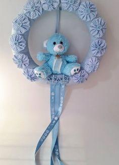Bebek odası kapı süsü ;Çiçekli Çelenkde Ayıcık-Mavi - 1.Adet