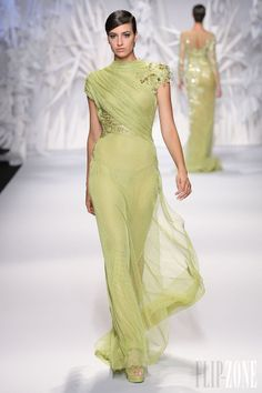 Abed Mahfouz Fall Winter 2014 Haute Couture Interesting shade of green. Abed Mahfouz, Style Haute Couture, Couture Fashion, Net Fashion, Fashion Night, Fashion News, Fashion Trends, Beautiful Gowns, Beautiful Outfits