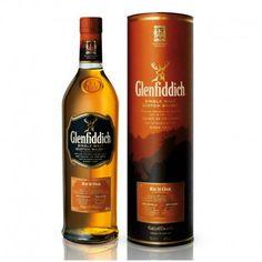 El whisky de malta Glenfiddich Rich Oak ha envejecido en barriles ex-Bourbon durante 14 años,  finalmente, 18 semanas en barriles nuevos (12 semanas de roble americano y después 6 semanas de roble europeo). La introducción de la madera nueva en el proceso de maduración del whisky ofrece nuevos y más intensos sabores de la malta, ya que contiene aceites naturales (vanillins).
